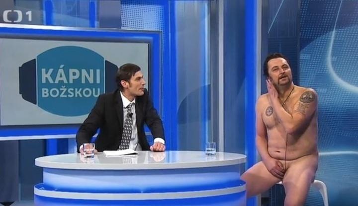 Muži používající anální sexuální hračky