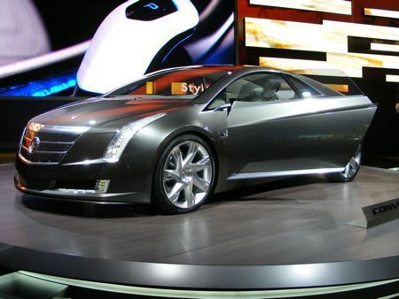 Pohled na vůz Cadillac Converj Concept