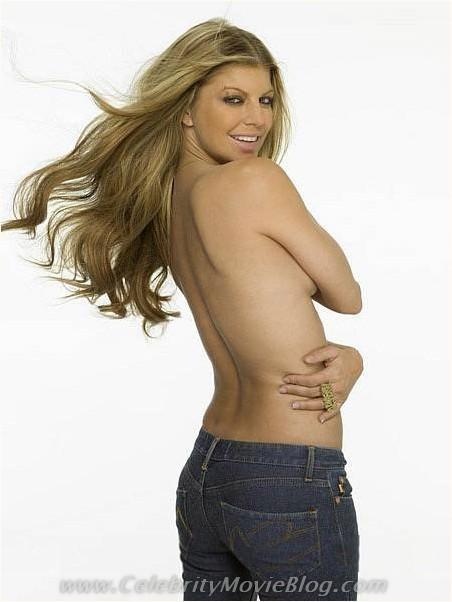 fair-skin-abs-fergie-nipples-metart-aria